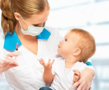 medecin vaccine bébé